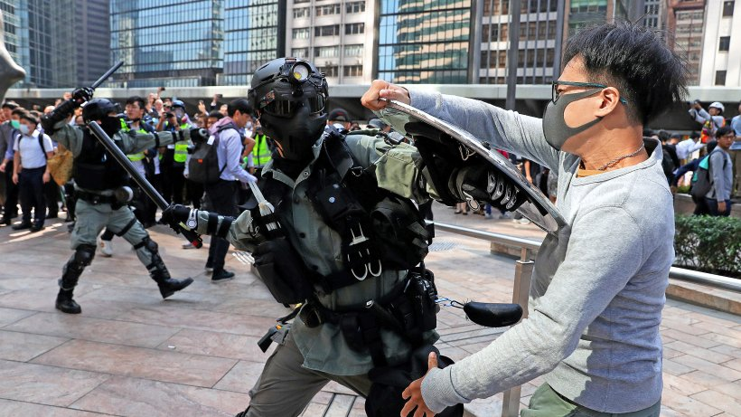 Proteste in Hongkong immer brutaler – Warnung aus China - Hamburger Abendblatt