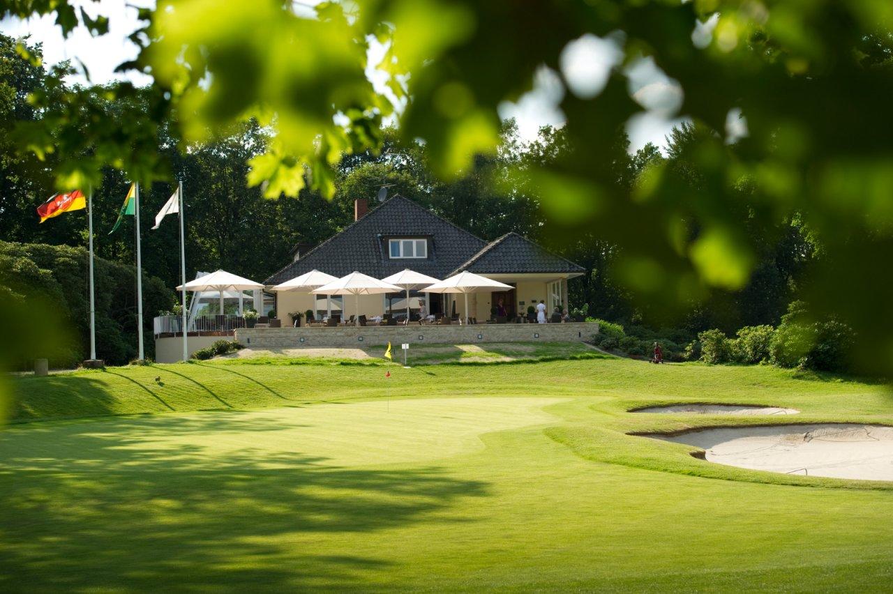 In traumhafter Endmoränen-Landschaft bietet der Club viele Sportmöglichkeiten, ein hervorragendes Restaurant und selbstgemachten Honig!