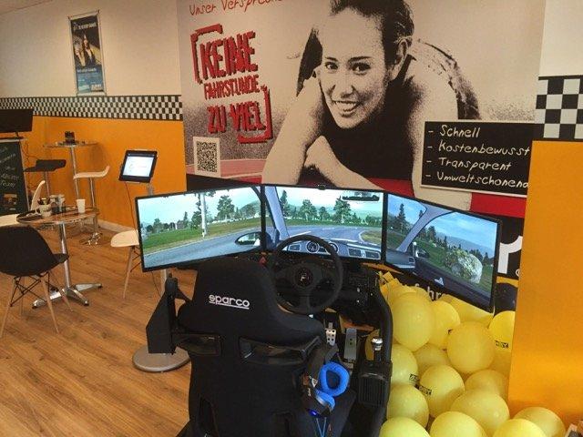 Vielen Fahrschülern fällt der Einstieg in die Ausbildung leichter durch das anfängliche Lernen am Simulator.