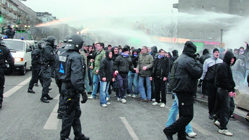 Rostock-Fans drohen mit Dom-Randale - Polizei stellt ...