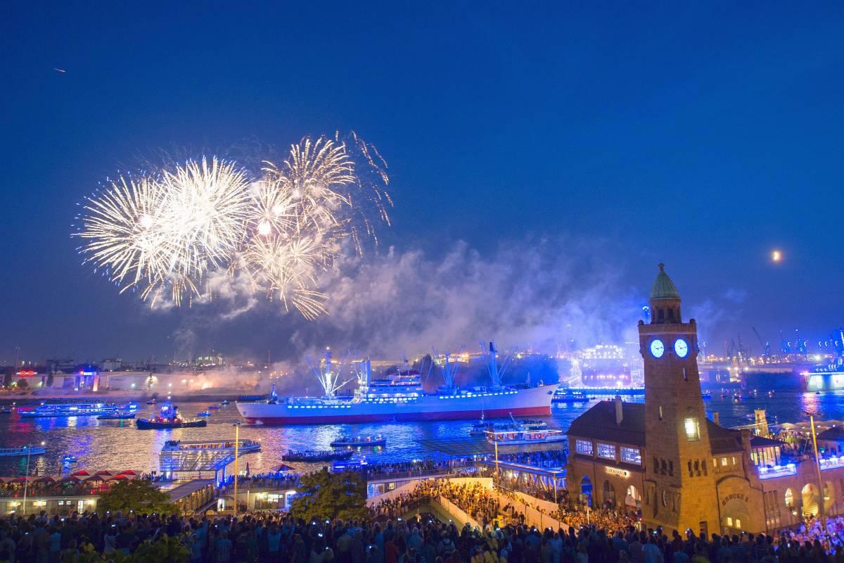 Cruise Days Locken Mit Auslaufparade Feuerwerk Und Mehr Hamburg