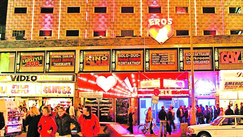 Prostituierte nimmt Freier an der Reeperbahn aus - Hamburg