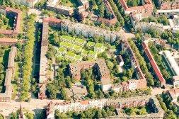 Blick auf den Innenhof in Ottensen, in dem Wohnungen für Flüchtllinge gebaut werden sollen