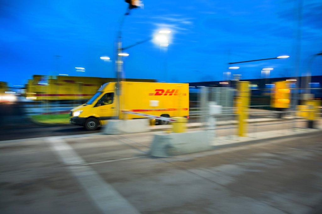 Stehlen Hamburg dhl fahrer lässt sich pakete stehlen blaulicht hamburger abendblatt