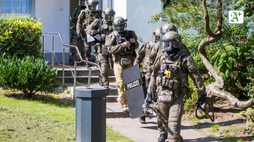 Polizei Hamburg: Waffen und SUV bei Großdealern beschlagnahmt