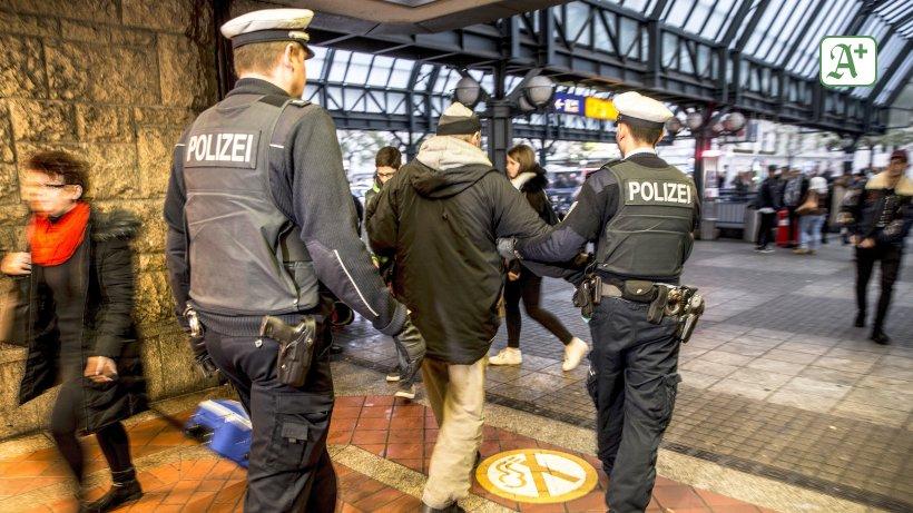 Hamburg Hauptbahnhof: Schnapsdieb schläft betrunken ein