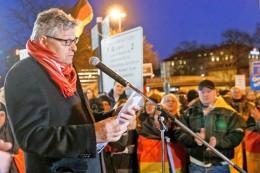 Hamburger City: Matussek eifert Seehofer bei Anti-Merkel-Demo nach