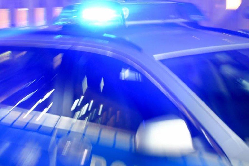 Stehlen Hamburg täter rammen schaufenster mit mercedes und stehlen apple pc