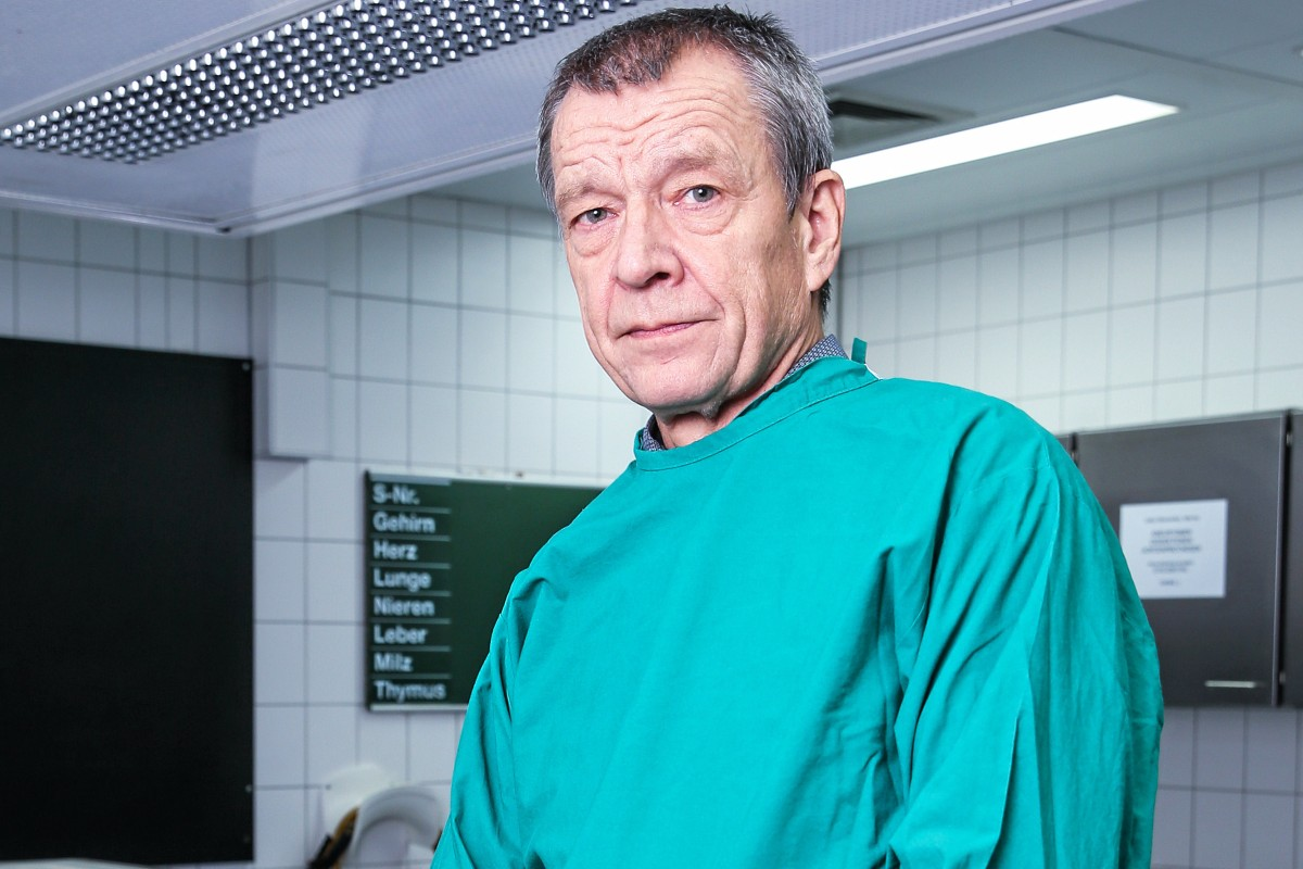 Corona: UKE-Rechtsmediziner Püschel kritisiert Robert-Koch ...