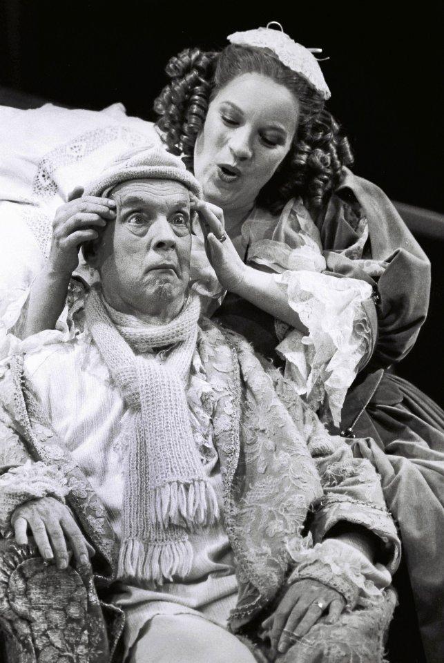 """Schauspieler: Zu den Prominenten, die Andreas Laible besonders schätzte, gehörte Manfred Steffen. Das Foto zeigt ihn und Isabel Karajan in """"Der eingebildete Kranke"""", hier bei der Premiere im Thalia-Theater im Januar 1984."""