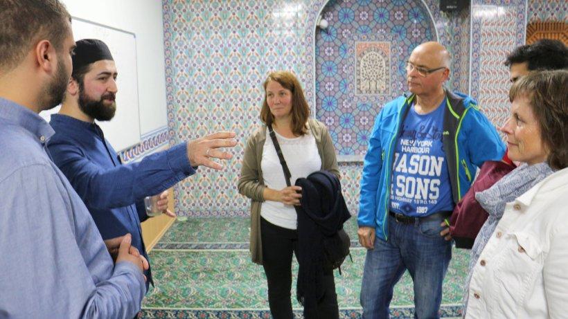 Auf dem roten Teppich zum Dialog in Glaubensfragen