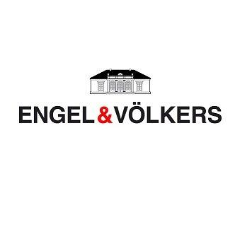 Hamburgs Norden und Osten wird vor allem durch die grünen Auen- und Waldlandschaften entlang des Alsterlaufs geprägt. Hier befinden sich mit dem Alstertal und den Walddörfern einige der bevorzugtesten Wohnlagen Hamburgs, deren Anziehungskraft sich auch auf die umliegenden Stadtteile auswirkt. Mit gleich drei Immobilienshops – jeweils im Herzen von Wellingsbüttel, Volksdorf und Marienthal – hat die Engel & Völkers Alstertal GmbH den Hamburger Nordosten erschlossen und bezieht auch die schönen Wohnlagen außerhalb der Stadtgrenze, in Ahrensburg, Großhansdorf bis nach Lütjensee, in ihre Betreuung mit ein.