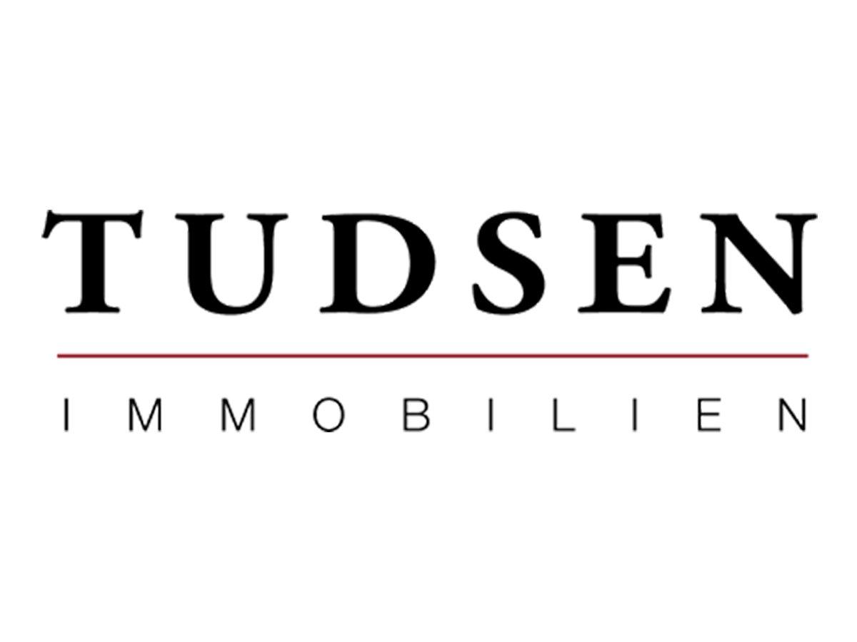 Wer seine Immobilie im Raum Volksdorf, Alstertal und Walddörfer verkaufen möchte, findet mit Tudsen Immobilien einen kompetenten Partner für eine erfolgreiche Vermarktung. Das Team von Tudsen Immobilien kennt jeden Winkel in Hamburgs Nordosten und verfügt über eine umfassende Marktkenntnis