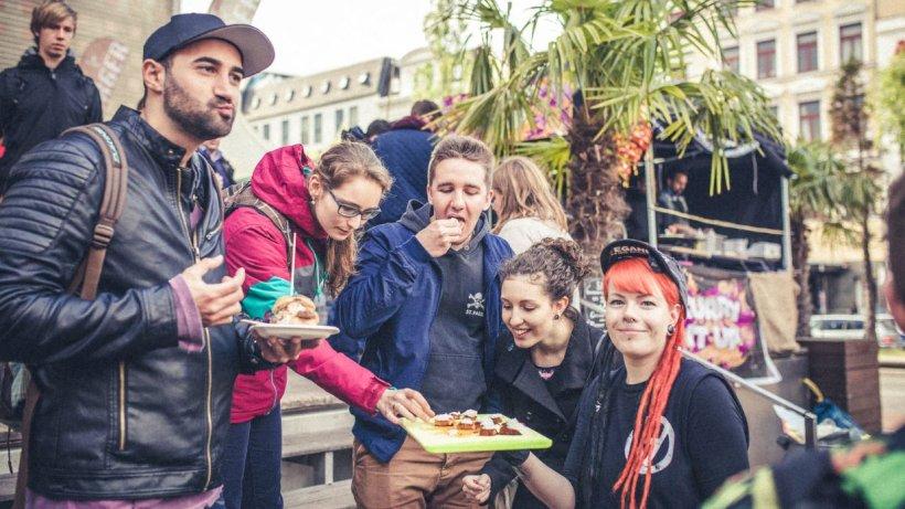 food truck festival auf dem spielbudenplatz startet wieder st pauli hamburger abendblatt. Black Bedroom Furniture Sets. Home Design Ideas