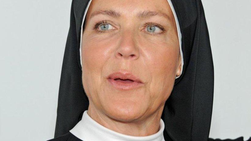 Schwester Hanna Ist Für Janina Hartwig Ein Vorbildfernsehrolle