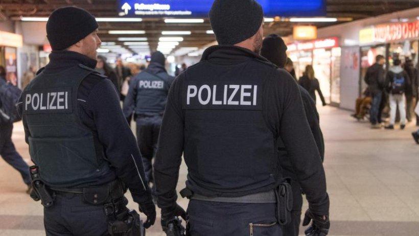 mehr polizeipr senz an flugh fen bahnh fen und grenzgebiet politik nachrichten deutschland. Black Bedroom Furniture Sets. Home Design Ideas