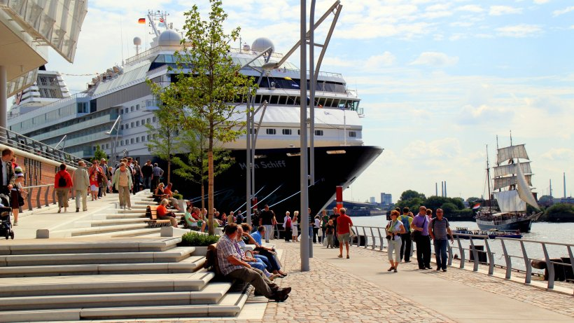 elf kreuzfahrtschiffe kommen zu cruise days nach hamburg hamburg aktuelle news aus den. Black Bedroom Furniture Sets. Home Design Ideas