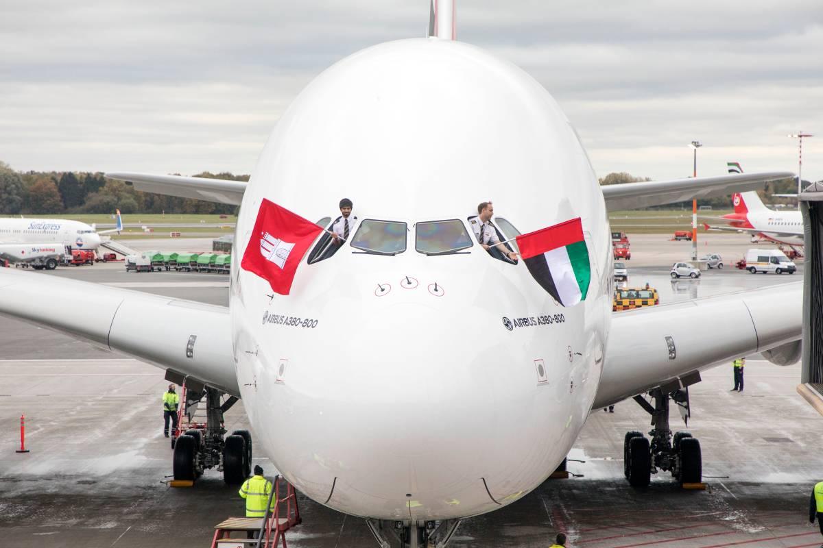 Emirates Landet Den Ersten A380 Und Feiert Im Hafen