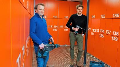 Fabian Schuster und Marco Ivers (v.l.) von Kurts Toolbox in der Leihstation Rindermarkthalle.
