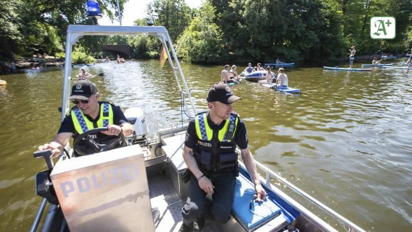 Sommer in Hamburg: Achtung, Polizei! Sommerlicher Wahnsinn auf der Alster