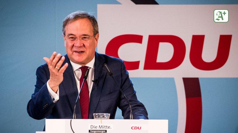 "Wahlkampf in Hamburg: Armin Laschet in Fahrt: Olaf Scholz ""spielt"" Helmut Schmidt"