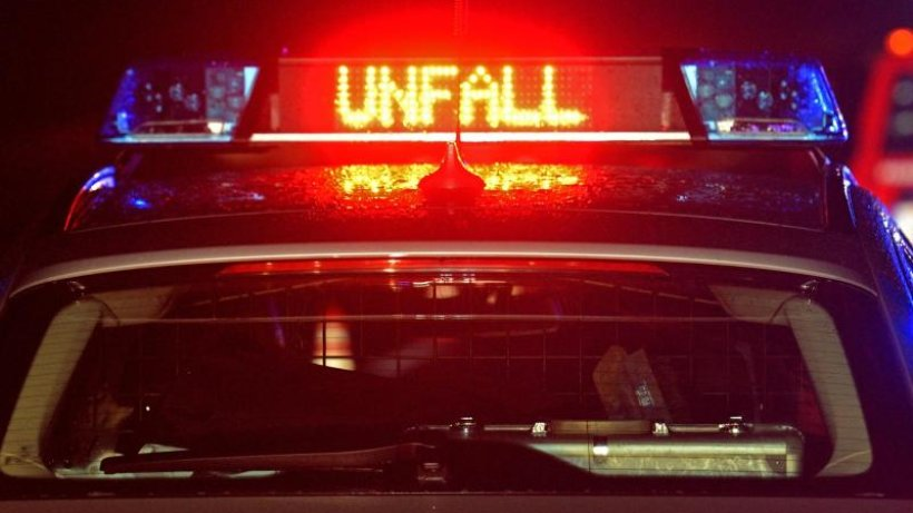 Auto prallt in Sattelschlepper: Beide Fahrer schwer verletzt
