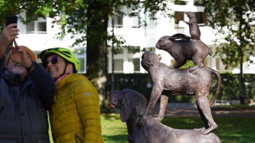 Tiere: Tierskulptur an der Alster sorgt für Aufsehen