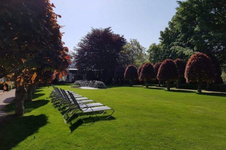 Freizeitaktivitäten treffen auf Entspannung pur: Auch im großflächigen Park des Wellness-Hotel Villa Heine lässt sich die Natur genießen.