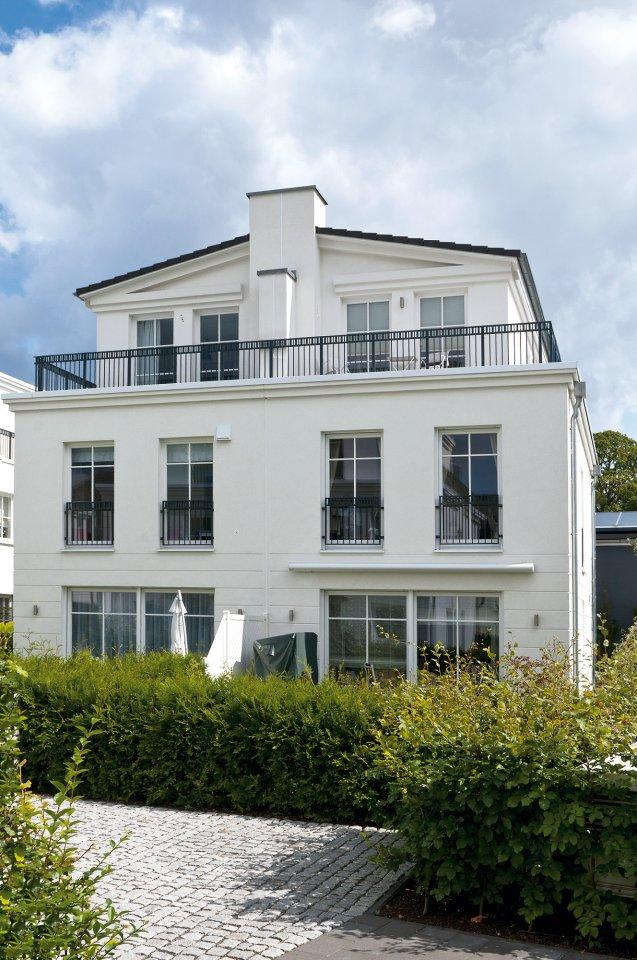 Die Architektur der Gebäude von West-Elbe kombiniert klare Linien und moderne Maßstäbe mit klassischen hanseatischen Elementen.