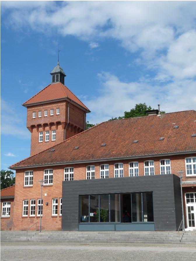 """Die """"Kulturküche"""" direkt auf dem Alsterdorfer Markt ist eines der Gebäude im St.-Nicolaus-Quartier, die saniert werden sollen."""