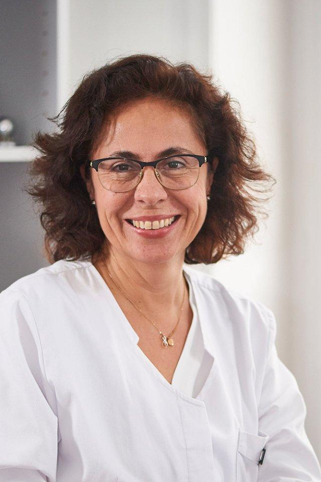 Frau Marisol Calcagni-Bühler, Dermatologin.