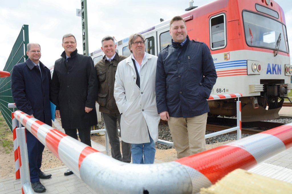 Neuer Weg zu Dodenhof führt übers Gleis - Norderstedt - Hamburger ...