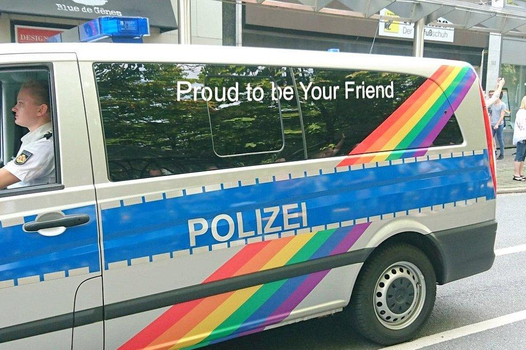wenn die bremer polizei im streifenwagen beim csd mitfhrt politik hamburger abendblatt - Polizei Bremen Bewerbung