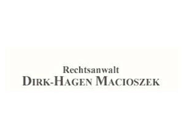 Der Hamburger Rechtsanwalt Dirk-Hagen Macioszek (51) hat sich neben dem Immobilienrecht auf das Sport- und Medienrecht spezialisiert und steht mittelständischen Unternehmen für sämtliche wirtschaftsrechtlichen Fragen zur Verfügung.