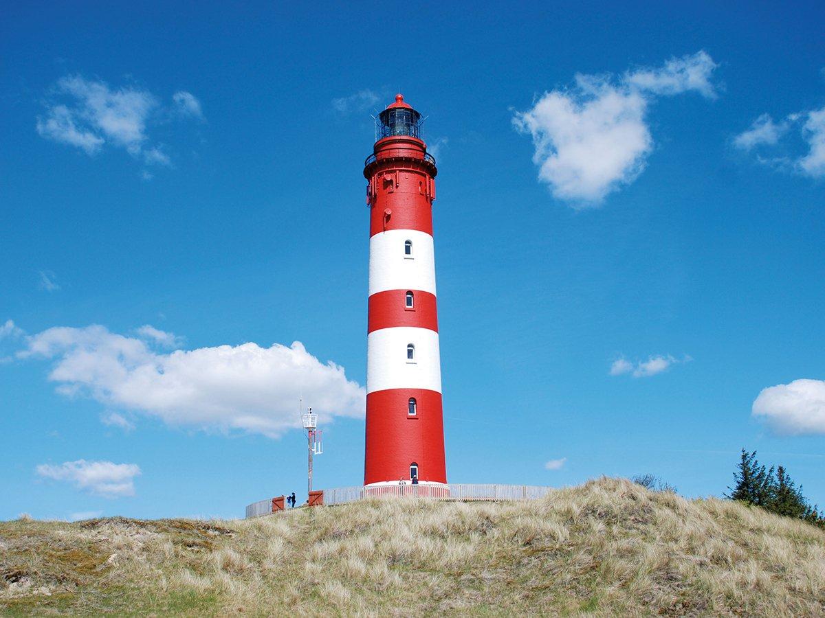 Die Nordsee bietet mit ihrem gesunden Seereizklima, den vielen endlosen Sandstränden und den bekannten Dünen Erholung pur. Eine kleine Perle der Nordsee ist die nordfriesische Insel Amrum, die mit den Nachbarinseln Sylt und Föhr mehr als nur mithalten kann