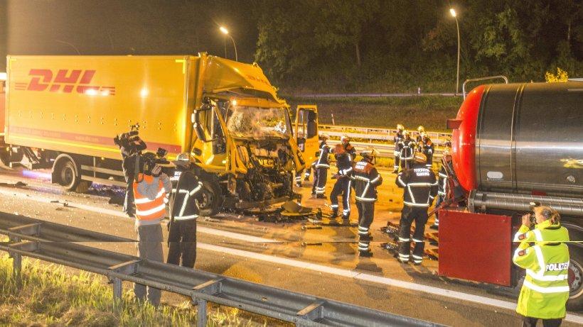 Lkw f hrt auf tankwagen a7 bis in die nacht gesperrt for Fashion jobs hamburg