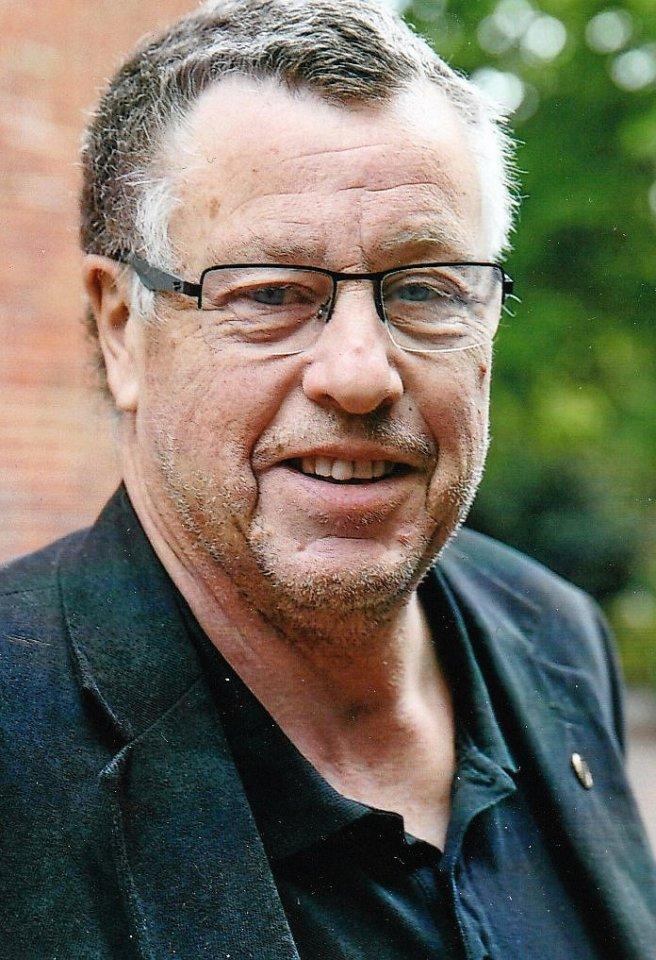 Claus Ehlbeck (64) organisiert für die Faustballabteilung des Eimsbütteler TV die Seniorenmeisterschaften.