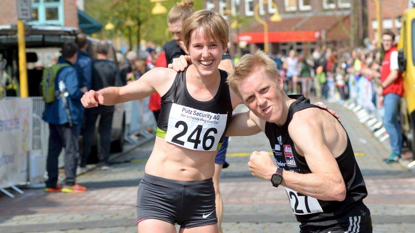 Die Stadtlauf-Gewinner und neue n Landesmeister über zehn Kilometer auf der Straße: Anna Gehring (SC Itzehoe) und Steffen Uliczka (TSV Kronshagen/Kieler TB) | Foto: Anne Pamperin