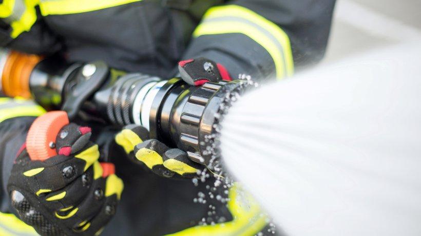 Ahrensburg: Mercedes Cabrio brennt in Tiefgarage aus - Hamburger Abendblatt