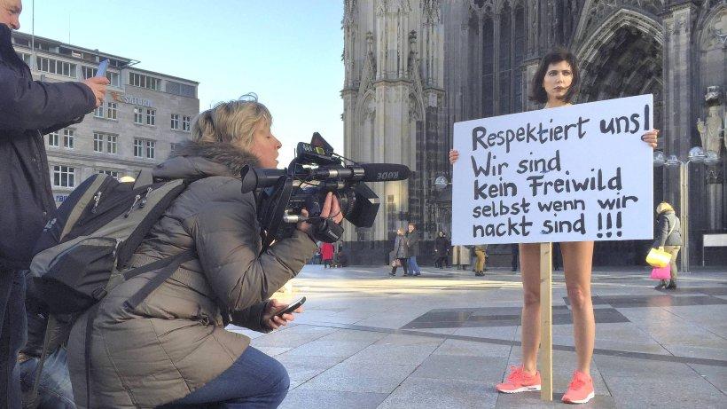 Frau protestiert in Köln nackt gegen sexuelle Übergriffe