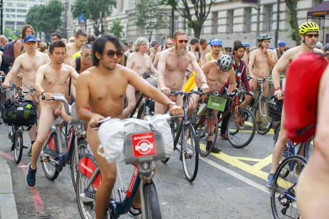 Radfahrer demonstrieren weltweit nackt für ihre Anliegen