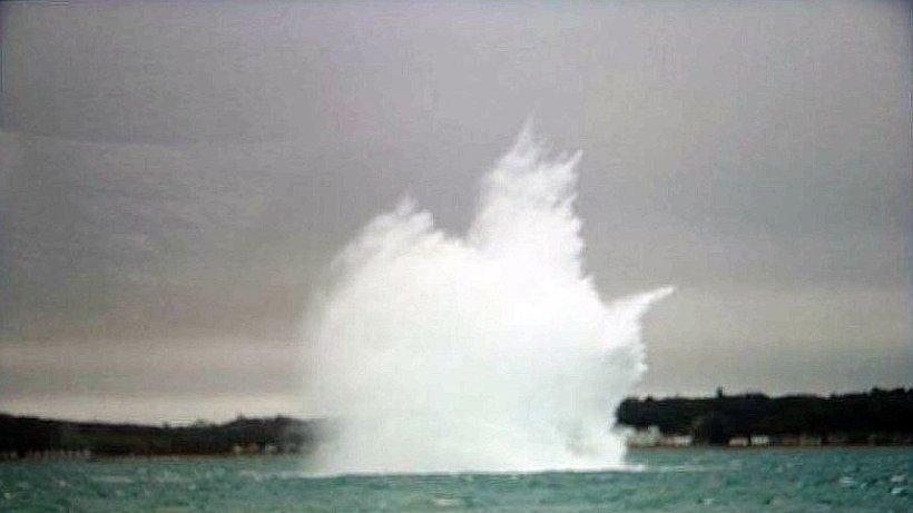 Hier explodiert eine deutsche Fliegerbombe bei Portsmouth - Aus aller Welt - Hamburger Abendblatt