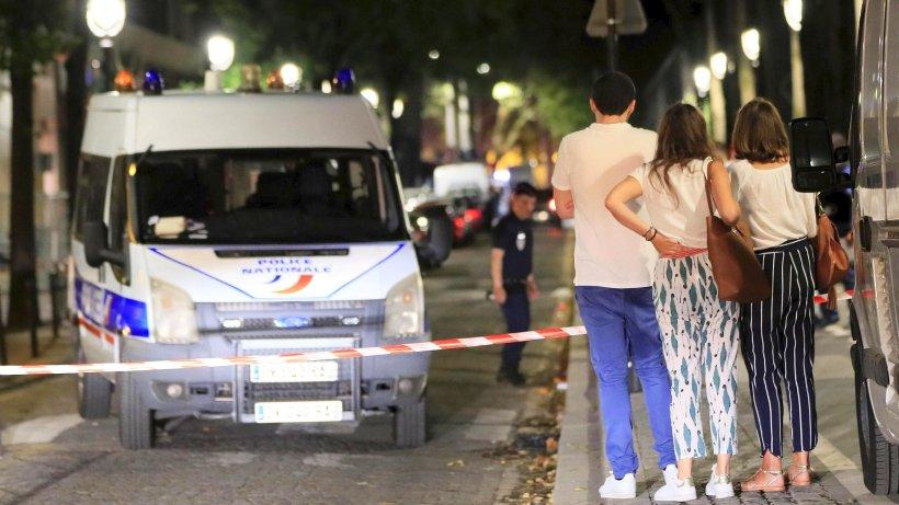 Messerattacke in Paris: Mann sticht wahllos auf Passanten ein