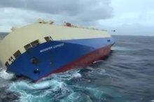 Ein Frachter driftet unkontrolliert in Richtung der französischen Atlantikküste. Am Freitag versuchten Rettungsmannschaften an Bord…