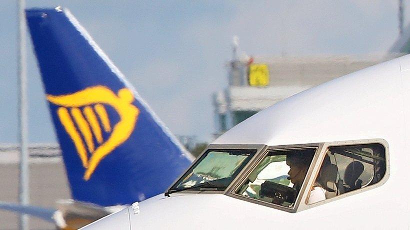 Fluggesellschaft: Ryanair bietet Piloten jetzt bis zu 10.000 Euro mehr im Jahr