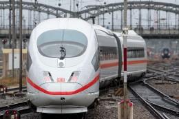 Fernverkehr: Deutsche Bahn zählt nach Air-Berlin-Insolvenz mehr Fahrgäste