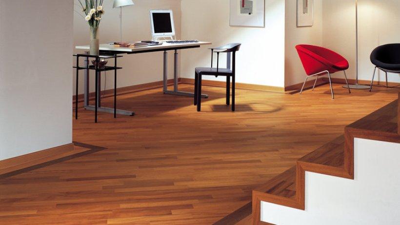 edles ambiente mit holzb den wohnen hamburger abendblatt. Black Bedroom Furniture Sets. Home Design Ideas
