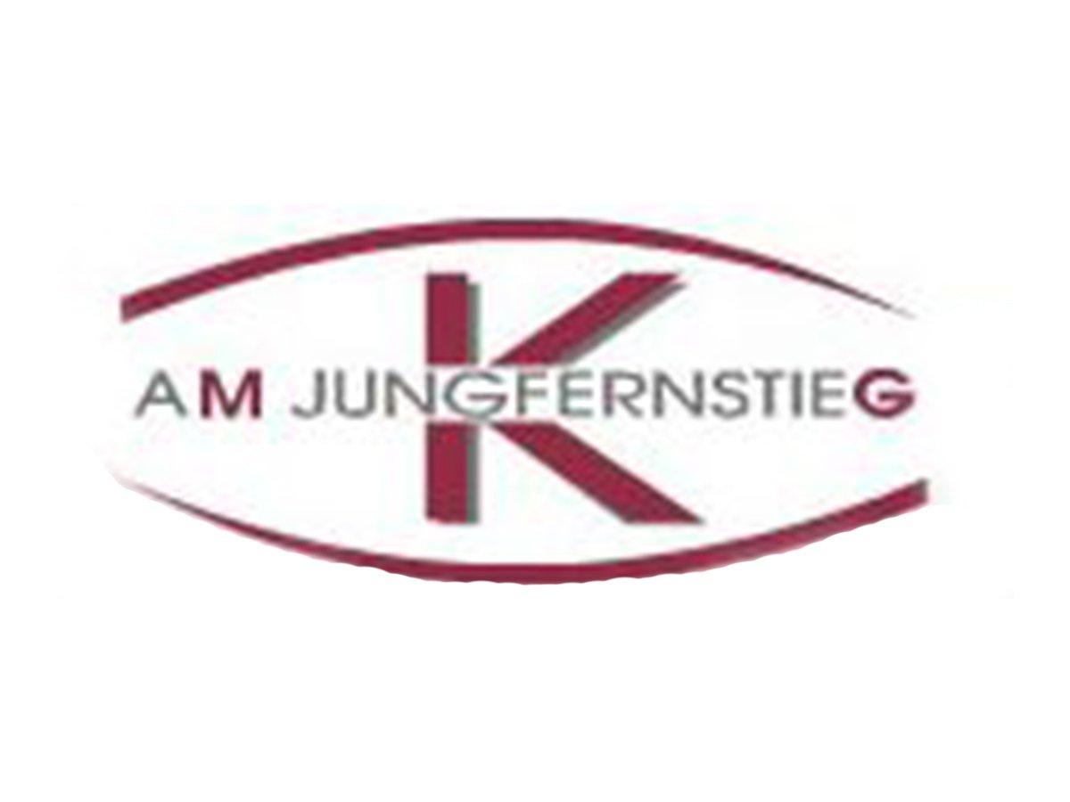 In der Praxis MKG am Jungfernstieg behandelt der erfahrene Chirurg Dr. Dr. Jochem Körholz seine Patienten in den Bereichen Implantologie, Knochenaufbau, Tumor- und Hautchirurgie